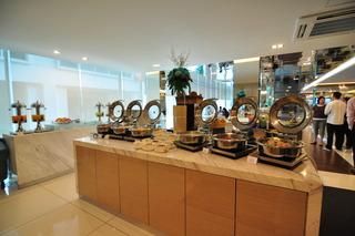 Damas Suites & Residences - Restaurant