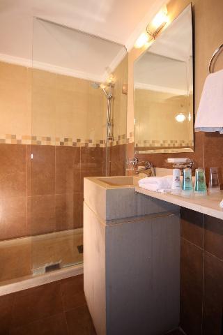 Rivoli Palace Hotel, Sahil Alma Street,