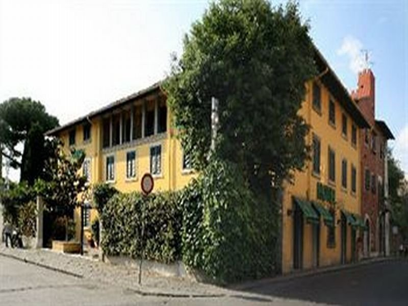 Ariston Hotel, Via Cardinale Maffi,42
