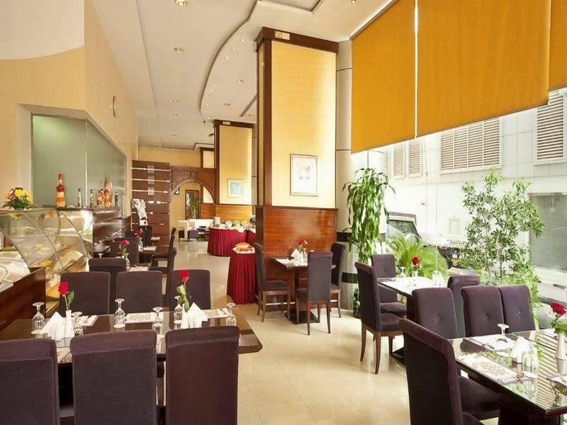 East Coast Apartment - Restaurant