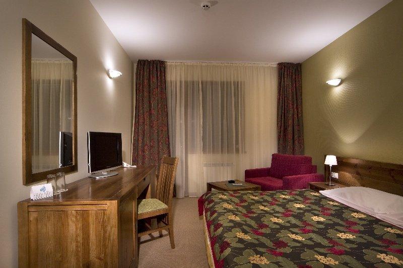 Yanakiev Club Hotel - Zimmer