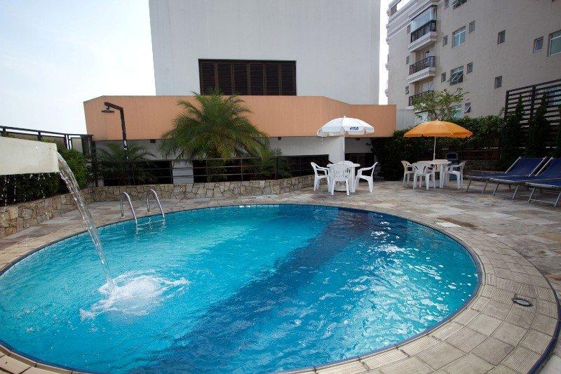 Cosmopolitan Praia Flat - Pool