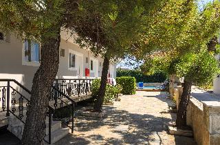 Karras Annex ( Maria Studios & Apartments )