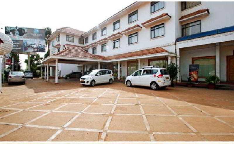 Golf View Hotel & Suites, Vip Road, Nedumbassery, Cochin,