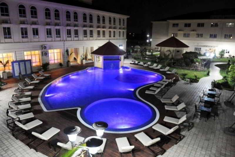 Ritz Victoria Garden - Pool