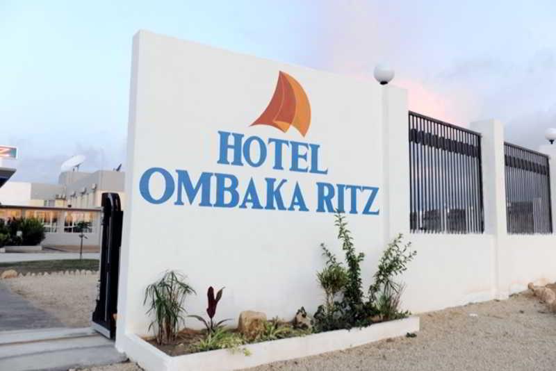 Ombaka Ritz, Estrada Nacional 100, Junto…