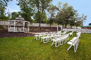 DoubleTree by Hilton Pittsburgh-Meadow Lands