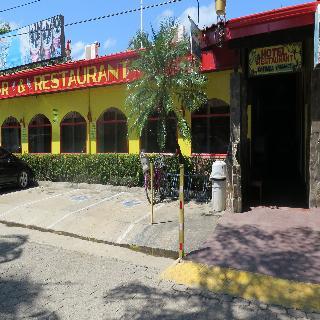 Coco Palms, Costado De La Cancha De Fotbol…