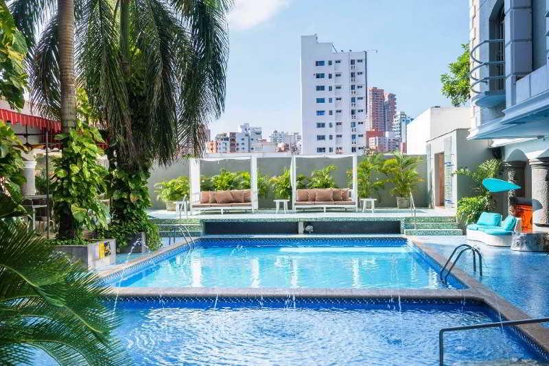 Country Internacional - Pool