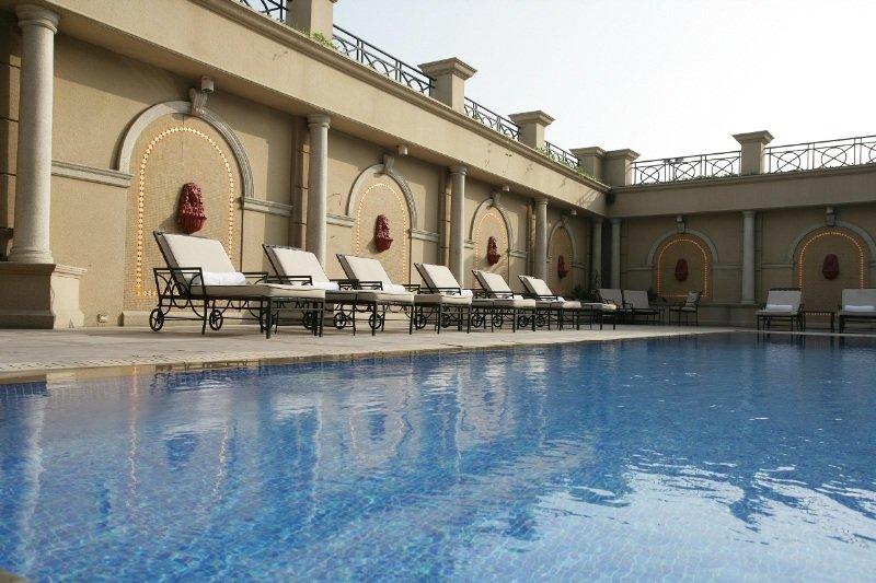Chelsea Plaza - Pool