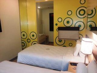 Go Hotels Mandaluyong - Zimmer
