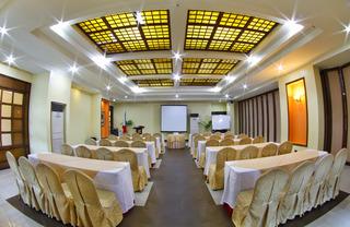 Sarrosa International Hotel and Residential Suites - Konferenz