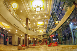Sarrosa International Hotel and Residential Suites - Diele