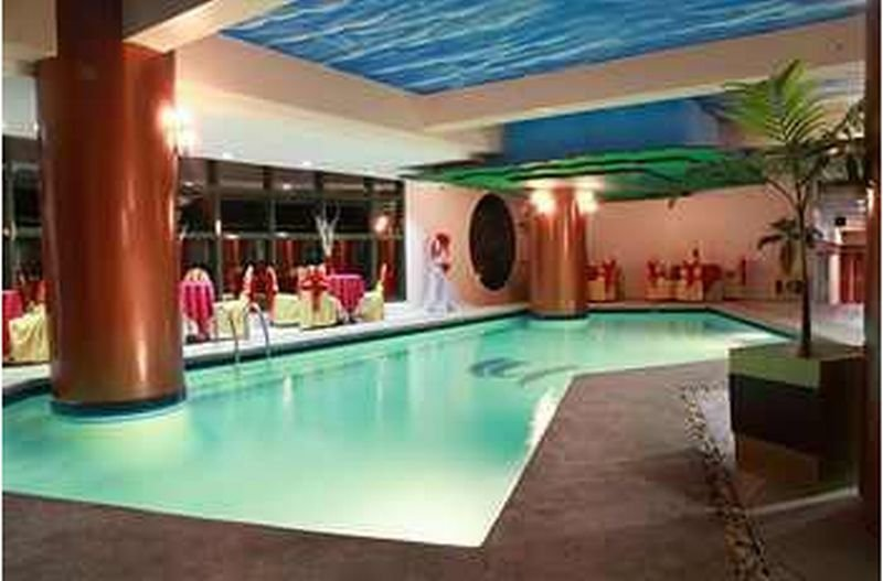 Sarrosa International Hotel and Residential Suites - Pool
