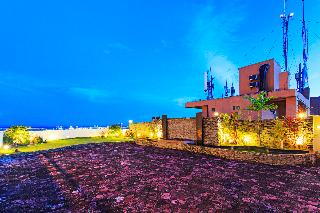 Sarrosa International Hotel and Residential Suites - Terrasse