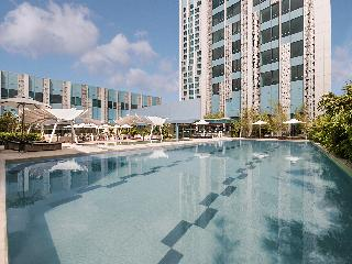 Crimson Hotel Filinvest City - Pool