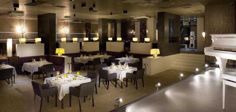 Ramada Hotel & Suites Baku - Restaurant