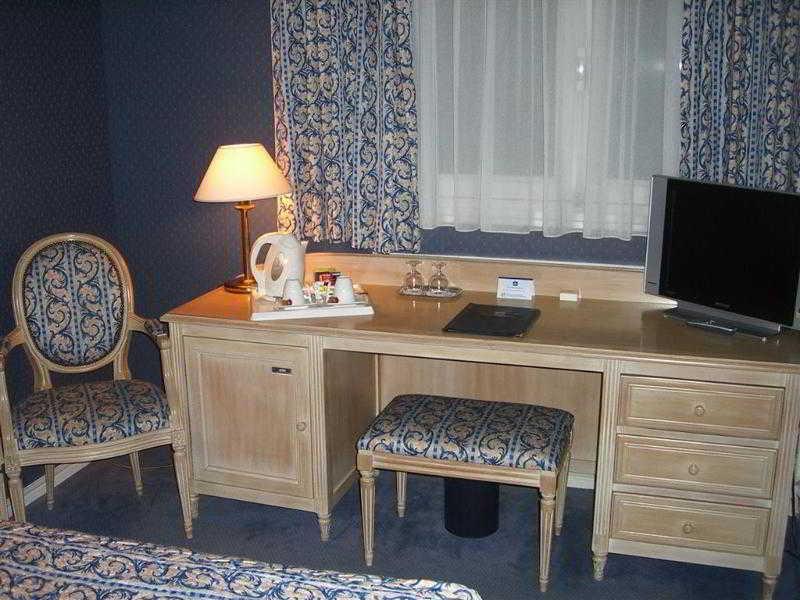 Best Western Hotel De…, 30 Rue Eugene Mercier,