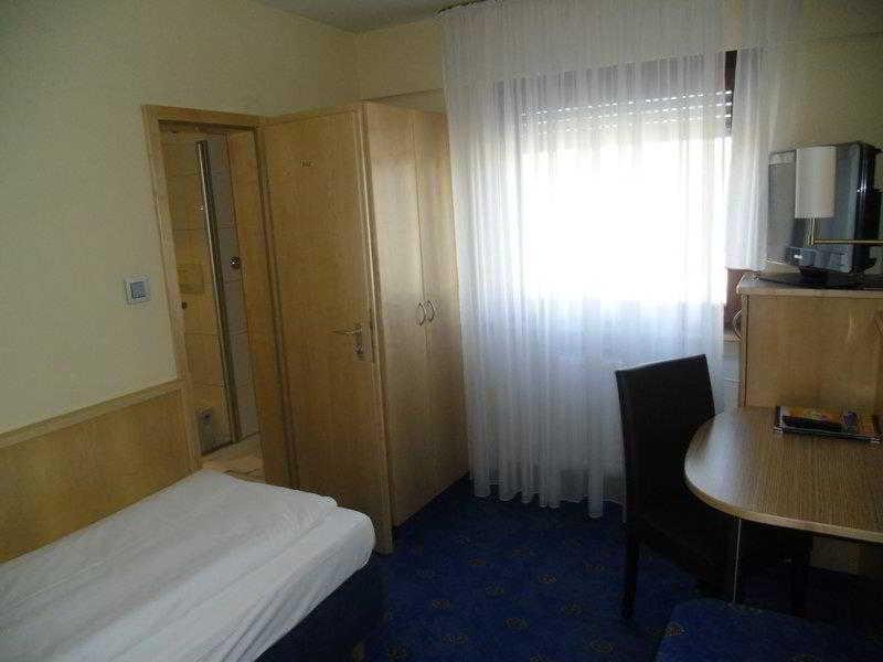 Best Western Hotel Stuttgart…, Friedhofstrasse 21,