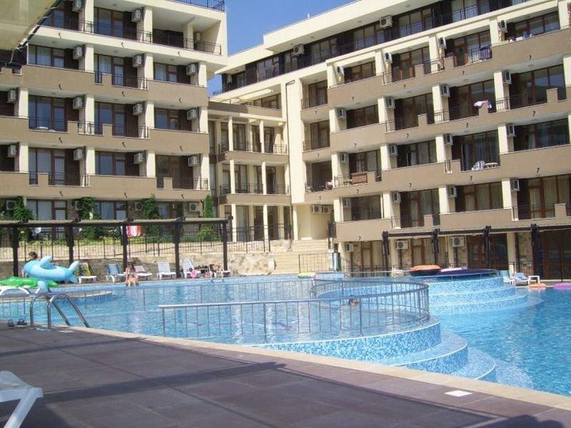 Luxor Apartments - Pool