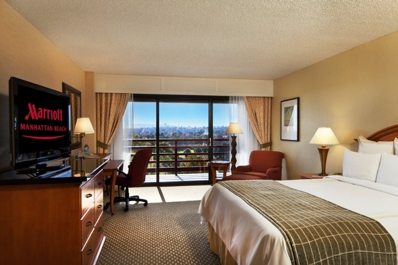 Manhattan Beach Marriott, 1400 Parkview Avenue,