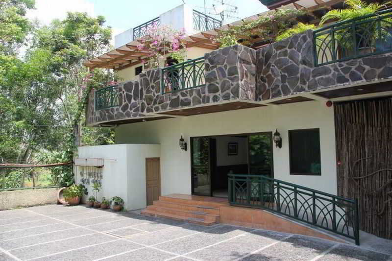 MC Mountain Home Apartelle - Generell