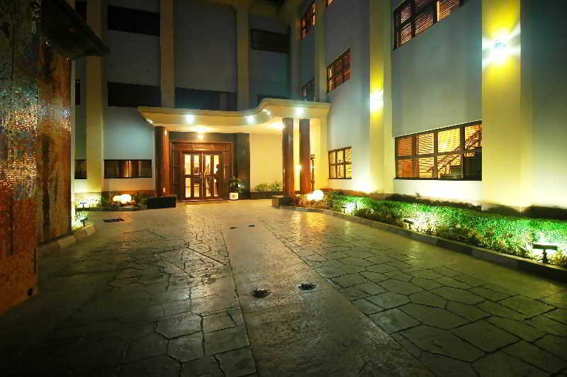 Planet One Hotel & Wellness, Mobolaji Bank - Anthony Way,5