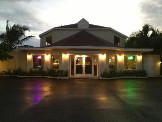 Caribbean Paradise Inn, Bonaventure Cres Grace Bay,