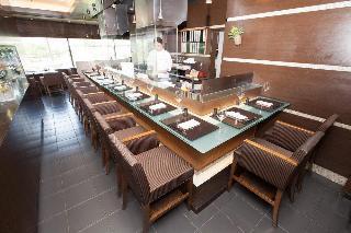 Hotel New Otani Osaka, 1-4-1 Shiromi, Chuo-ku, Osaka-shi,…