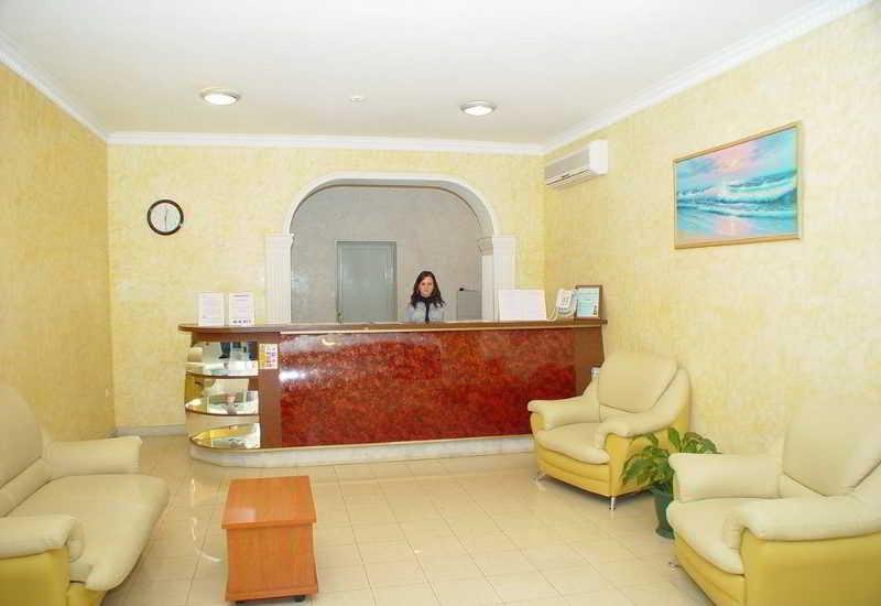 Yanais Hotel