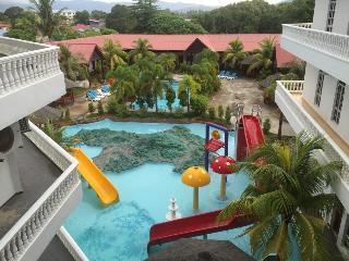 Landcons Resort - Pool