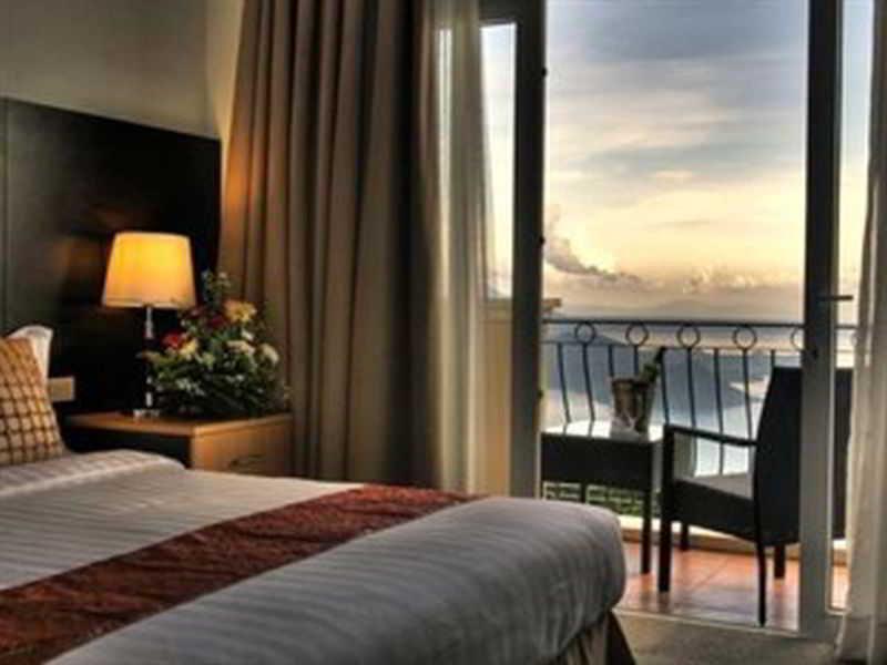The Lake Hotel Tagaytay - Zimmer