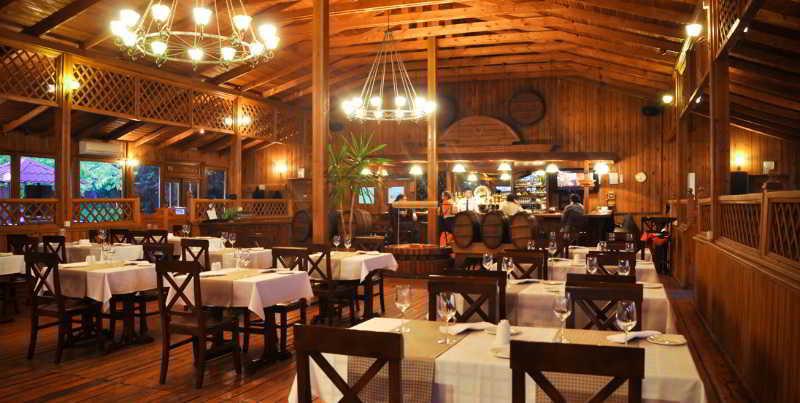 The Crescent Beach Hotel & Leisure Resort - Restaurant