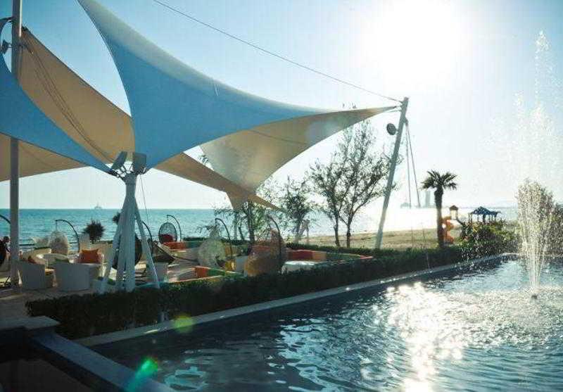 The Crescent Beach Hotel & Leisure Resort - Terrasse