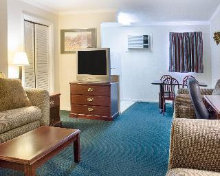 Rodeway Inn & Suites, 7224 Merrimac Trail,