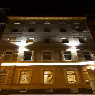 Six Inn Hotel, Rozsa Utca,85
