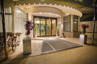 Grand Hotel, Via Giorgini,1