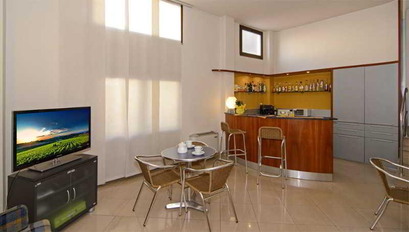 Hotel Lupori, Via Galvani,11