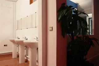 The Architect Hostel, Calle Joaquin Guichot 8,