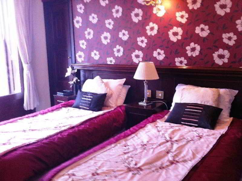 Georgian House Hotel