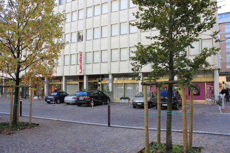 Hotel Residence Italia, Piazza Celso Costantini,6