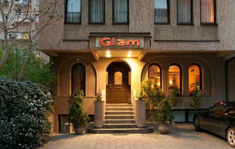 Glam Hotel, Ivan Milutinovic 14,