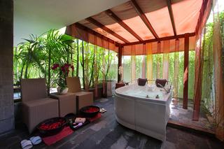 b Hotel Bali & Spa, Jl. Imam Bonjol No. 508 Denpasar…