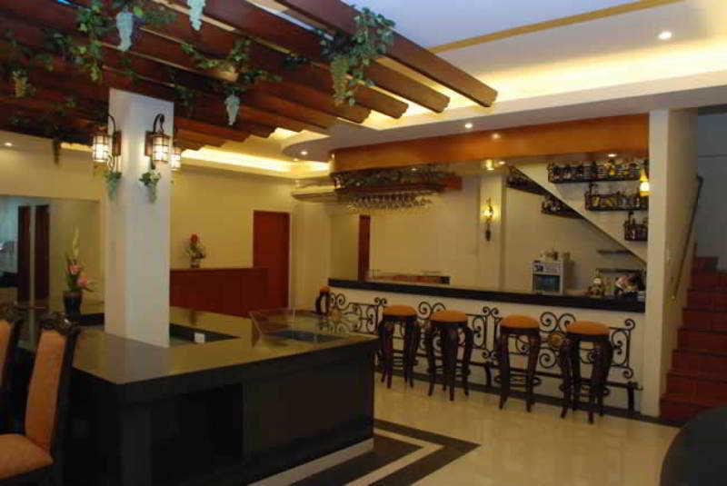 Alona Kew White Beach Resort - Bar