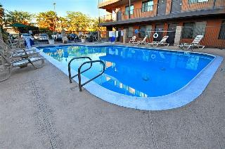 Comfort Inn & Suites, 7330 Eastern Avenue,