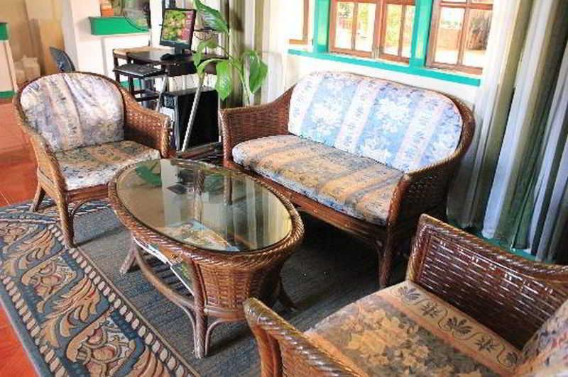 Villa Alzhun Tourist Inn & Restaurant - Diele