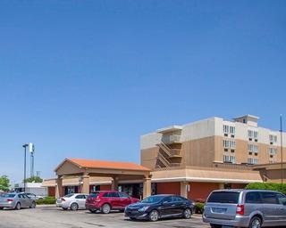 Quality Inn & Suites, North Kinzie Avenue,800