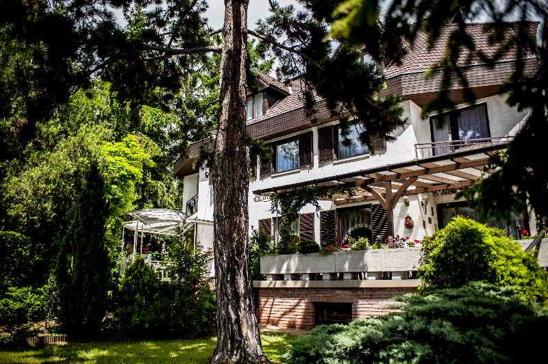Beatrix Hotel, Szeher Ut 3,