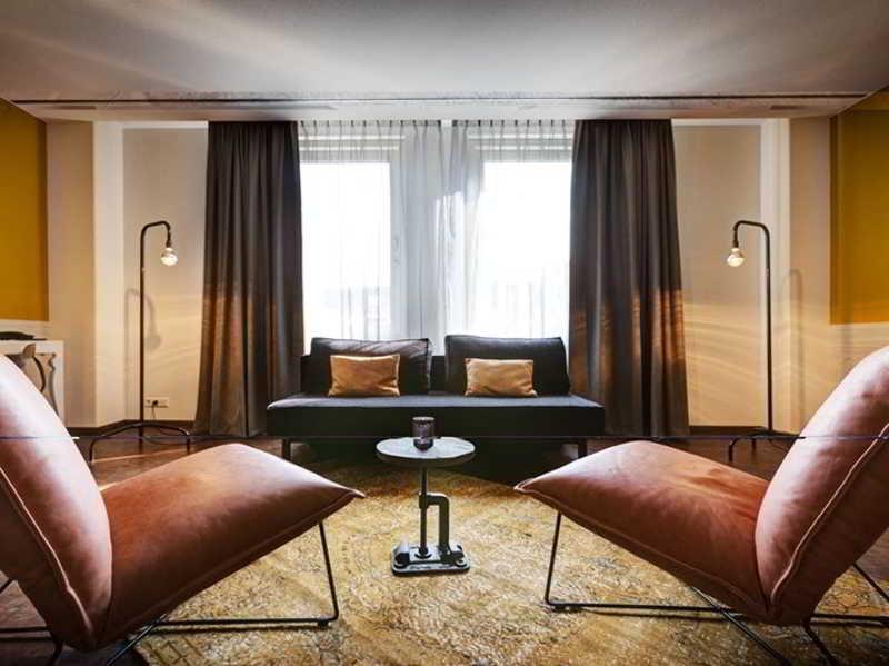 Hotel V Nesplein, Nes 49,