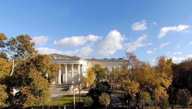 Budapest Museum Central, Muzeum Korut 39,